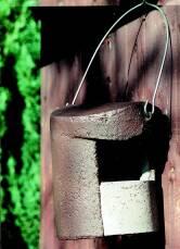 Halbhöhle aus Holzbeton für Rotkehlchen